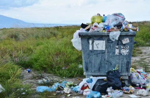 Une voiture, un mégot, un pull, un téléphone portable, une éolienne : ça se recycle ? - article de Novethic