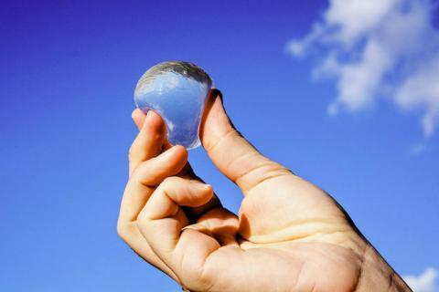 Ooho, une bulle d'eau végétale pour remplacer les bouteilles en plastique