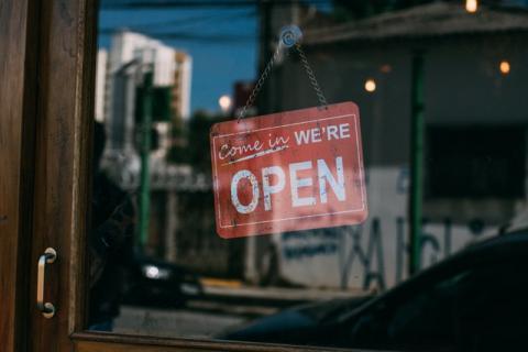 Une boutique de vêtements en ligne éco-responsable créée à Genève - Article de Radio Lac