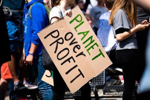 La Grève pour l'avenir reprend la rue - Article du Courrier